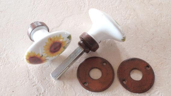 ひまわり柄のフランス製ドアノブ