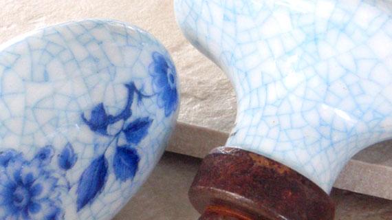 つるにちにち草柄のフランス製ドアノブ