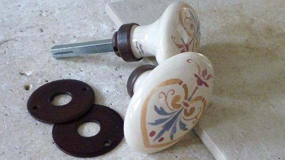 アンティ-ク柄のフランス製ドアノブ