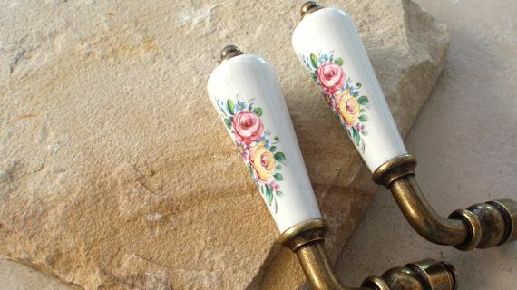 ローズ柄のフランス製レバーハンドル