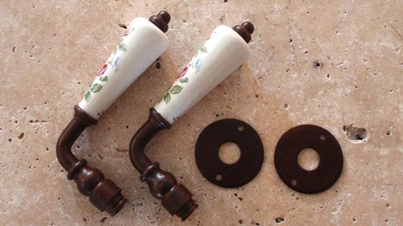 野バラ柄のフランス製レバーハンドル