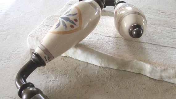 アンティーク柄のフランス製レバーハンドル