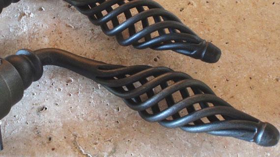 メッシュ状の取手のイタリア製レバーハンドル