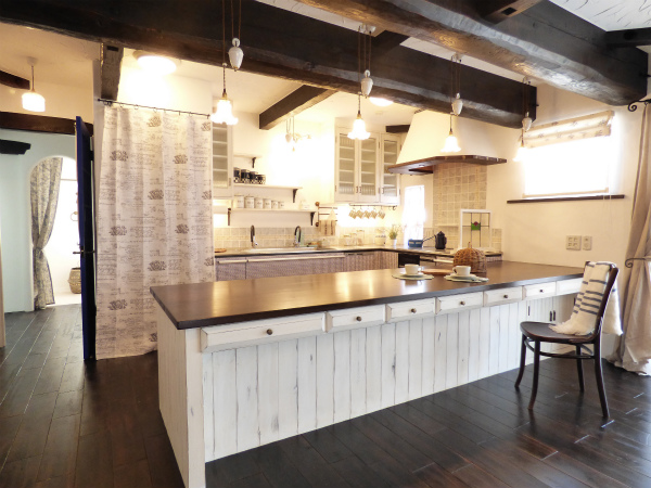 南仏プロヴァンスの家・ダイニングキッチン
