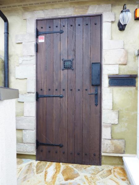 玄関をヨーロピアンカントリーにリフォーム